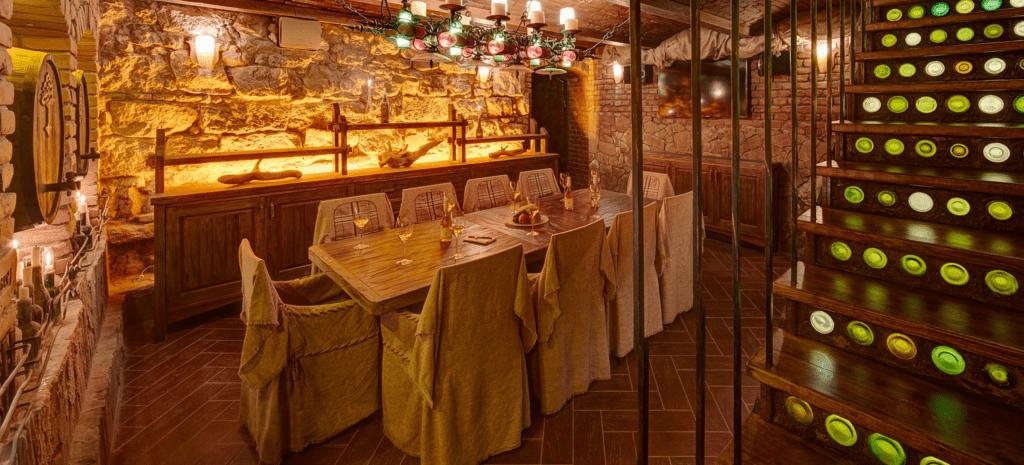 vunnuy-pogreb-u-lvovi-v-restorani